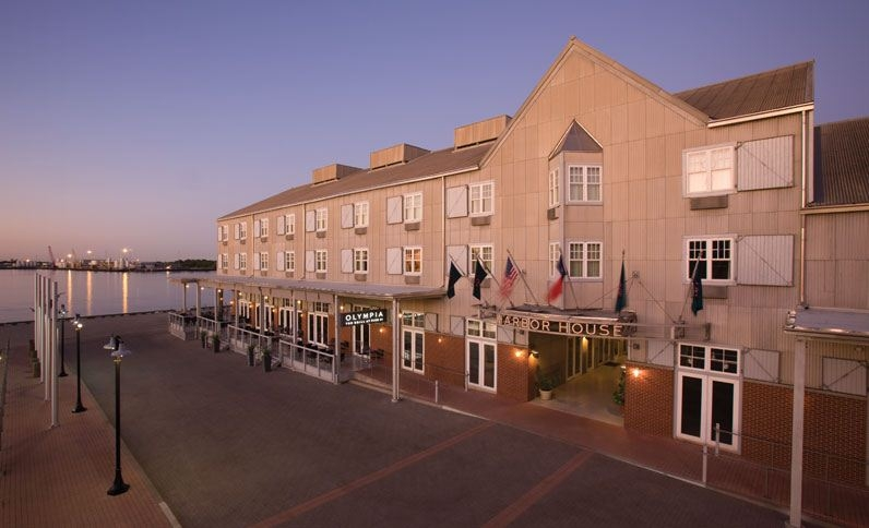 Harbor House Hotel & Marina at Pier 21